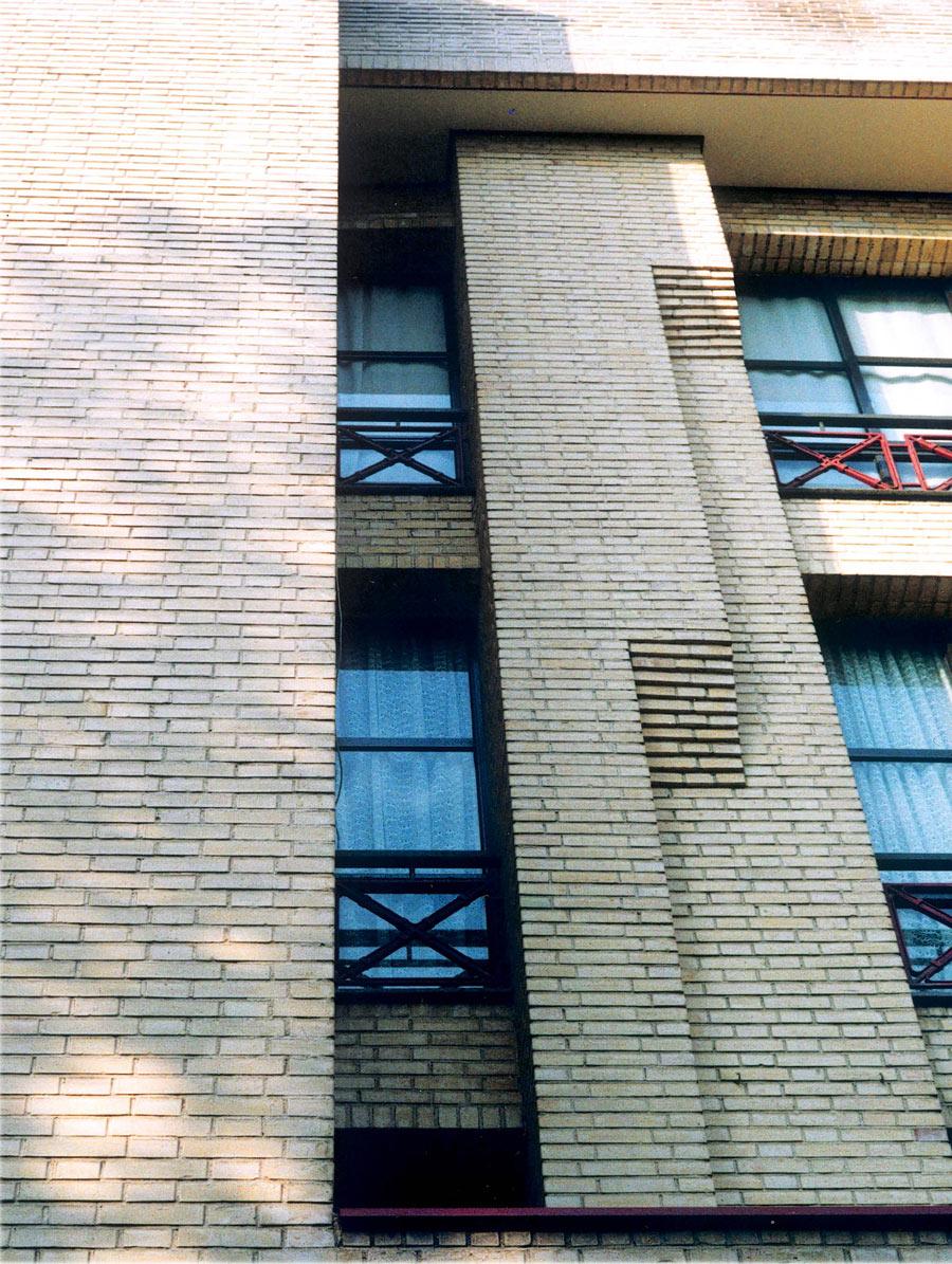 معماران ساختمان مسکونی جهانتاب